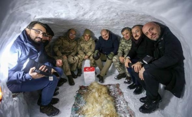 Soylu yeni yıla Yüksekova'da girdi