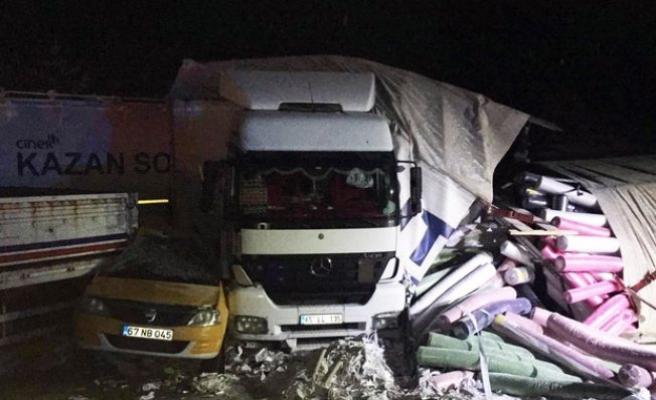 Bolu-Ankara yolunda zincirleme kaza! Çok sayıda yaralı var