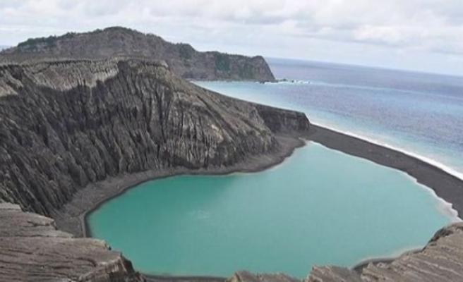 Dünyanın en yeni adasında hayat belirtileri!