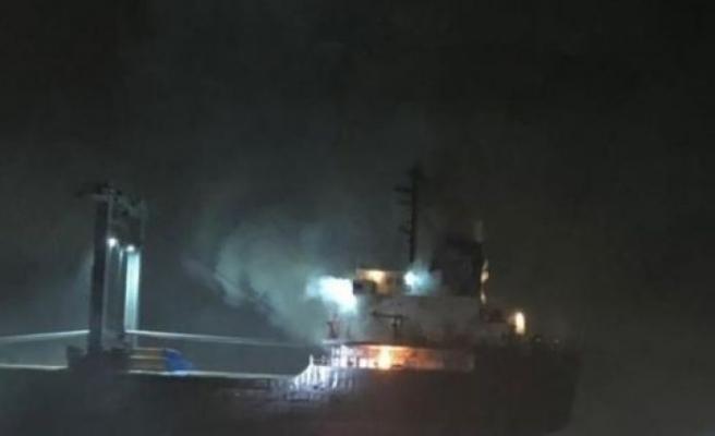 İtalya'da kargo gemisi yandı!