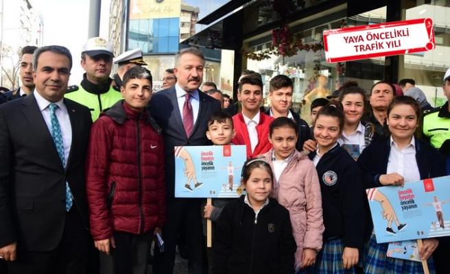 İzmir Emniyet Müdürü Aşkın, sürücülere yaya güvenliğini anlattı