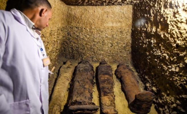 Mısır'da 50 mumyalı mezar bulundu