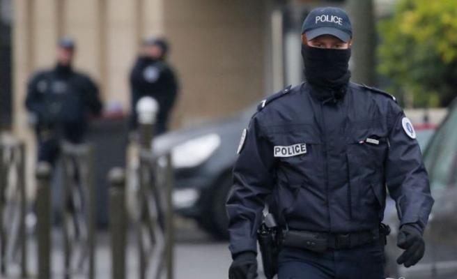 Paris'te metroda asitli saldırı!