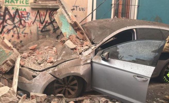 İstanbul'da bir bina daha çöktü