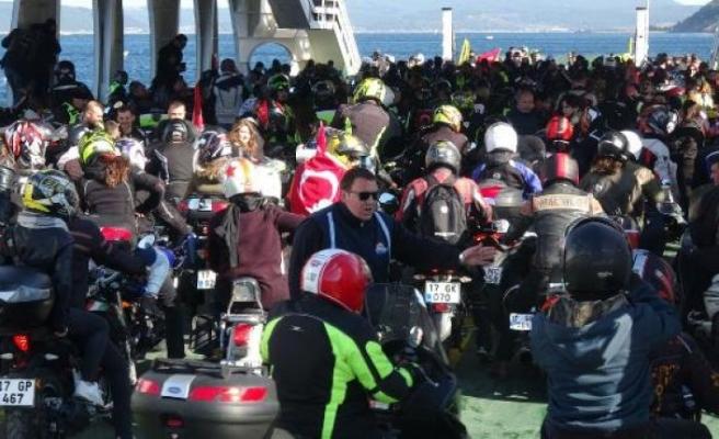 3 bin motosikletliden 'Şehitlere Saygı Sürüşü'
