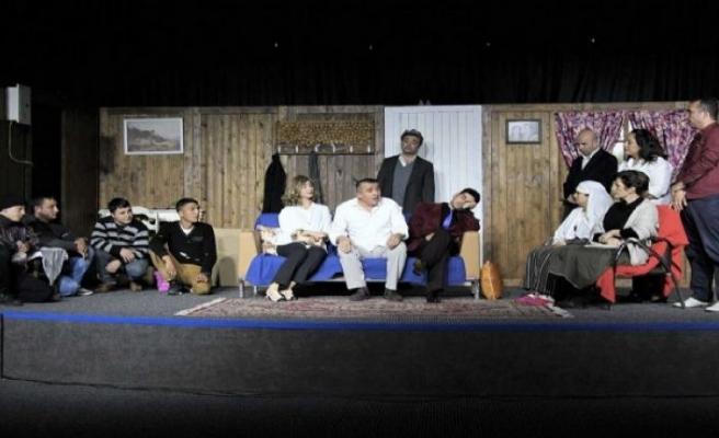Foça Cezaevi'nde tiyatro oyunu sahnelendi