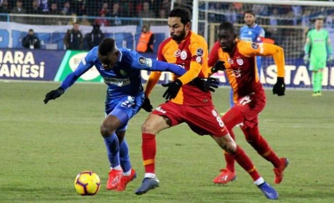 Galatasaray, zirve yarışında yara aldı!