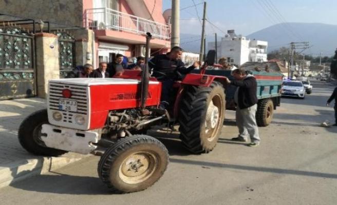 İzmir'de traktör römorku devrildi: 9 genç yaralandı