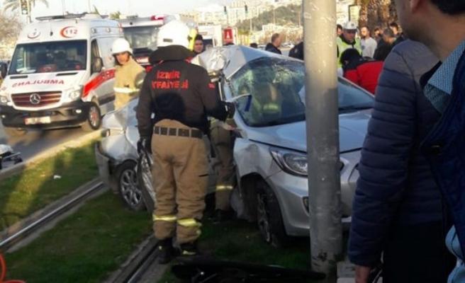 İzmir'de tramvay seferlerine kaza engeli!