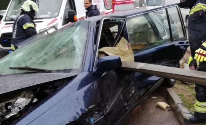 Korkunç kaza! Bariyer sürücünün karnına saplandı