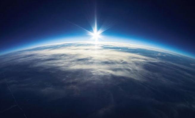 Meğer Dünya'nın atmosferi Ay'ın bile ötesindeymiş!