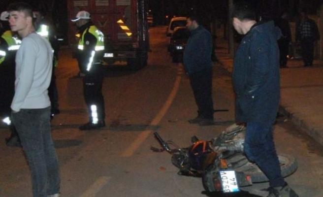 Ödemiş'te kamyonet ile motosiklet çarpıştı: 1 yaralı