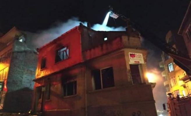 Biga'da metruk binada yangın!