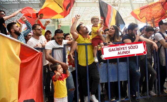 Göztepe'yi yüzlerce taraftarı coşkuyla uğurladı