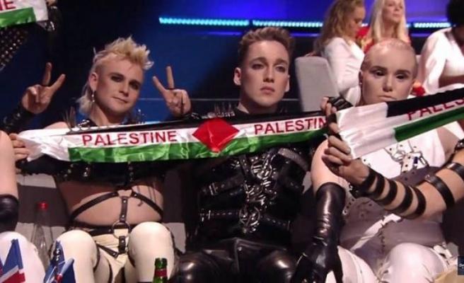 İsrail'deki Eurovision'da Filistin bayrağı açtılar