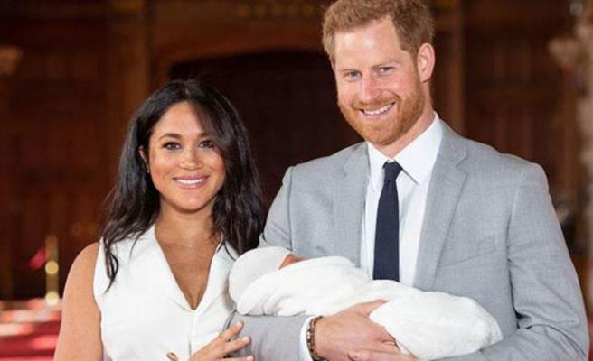 Prens Harry ve Meghan Markle bebeğini gösterdi