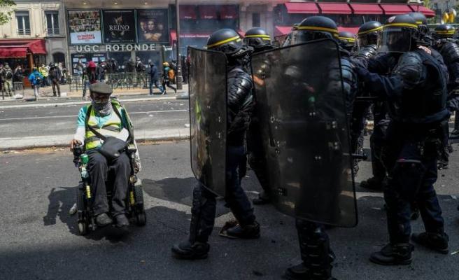 Sarı Yelekliler 1 Mayıs'ta Paris'te sokağa çıktı