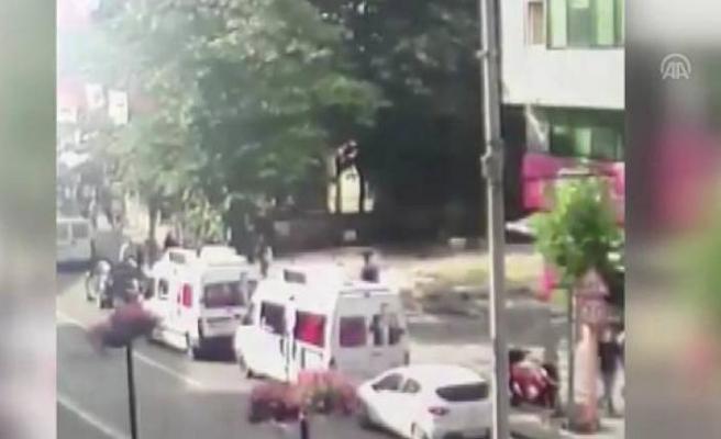 CHP'ye ait seçim araçlarına zarar verirken yakandı