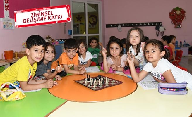 Çiğli Belediyesi'nden okullara satranç takımı