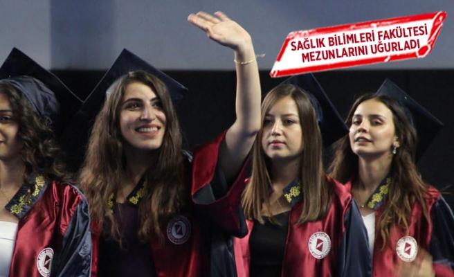 Genç mezunlar yeni yaşamlarına uğurlandı