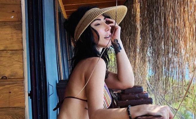 Hande Yener'den bikinili poz!