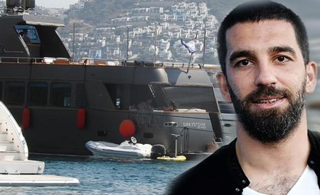 İşte Arda'nın otel gibi lüks teknesi!