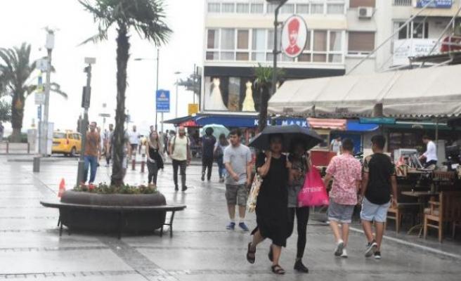 İzmirliler, sağanağa hazırlıksız yakalandı