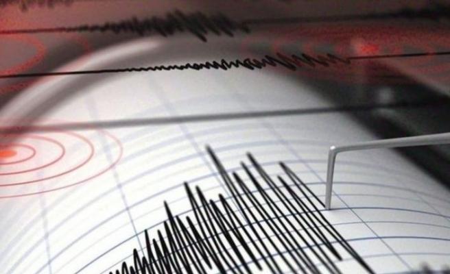 Bayraklı'da korkutan deprem