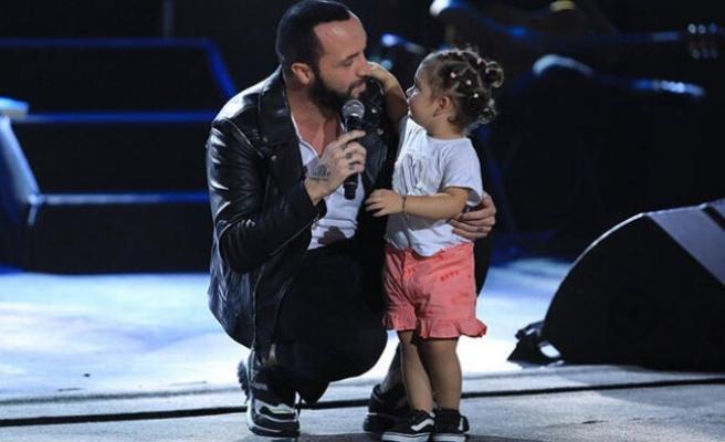 Berkay kızıyla birlikte sahneye çıktı