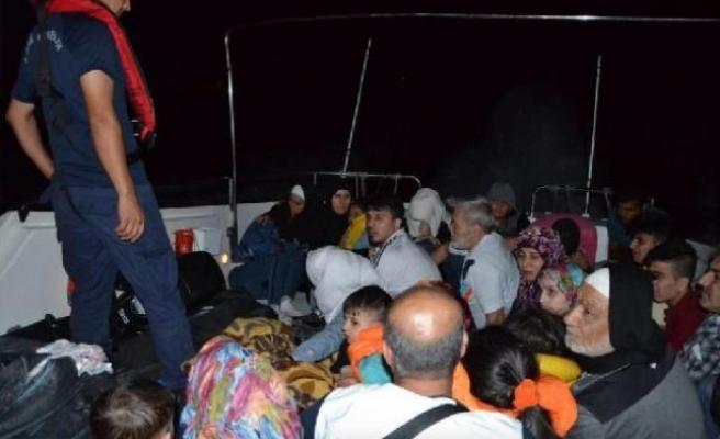 Dikili açıklarında 75 kaçak göçmen yakalandı