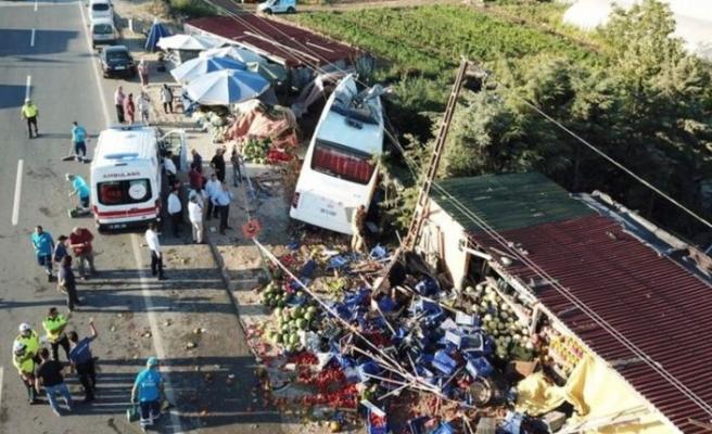 HAVAİST servis otobüsü devrildi: Ölü ve yaralılar var
