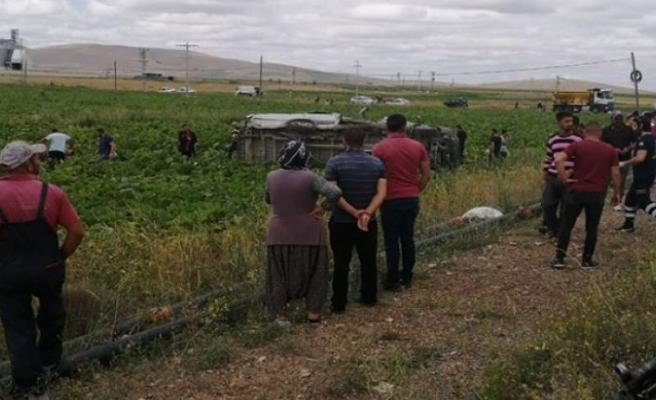 İşçi minibüsü tarlaya uçtu: 6 ölü, 7 yaralı
