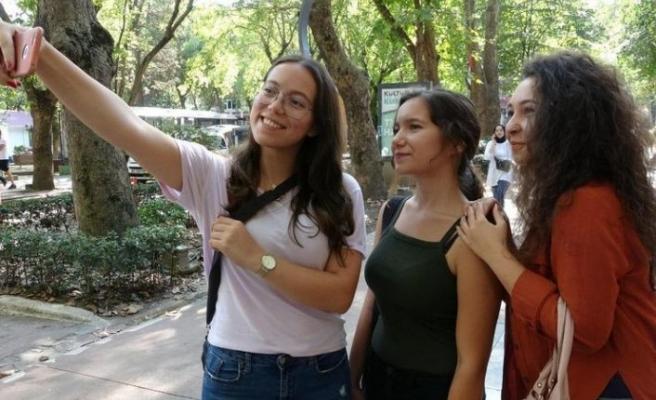 İşte Türkiye de kadınların en fazla selfie çektiği il