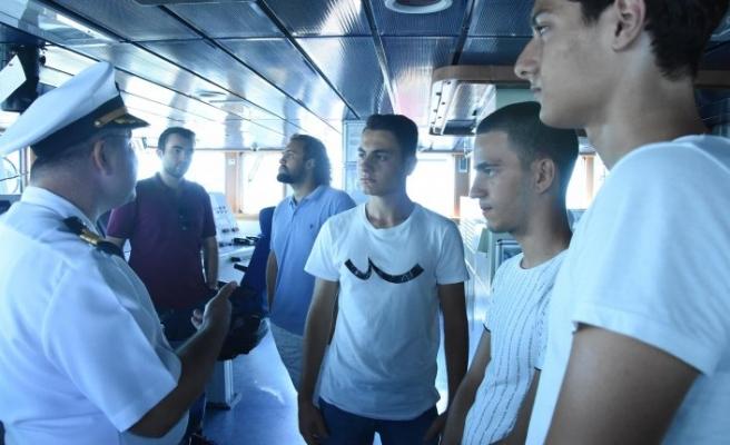 İzmirliler, TCG Bayraktar ve TCG Bartın gemilerini gezdi