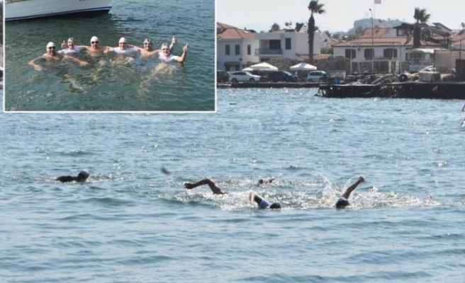 Kadına şiddet son bulsun diye 24 saat yüzdüler