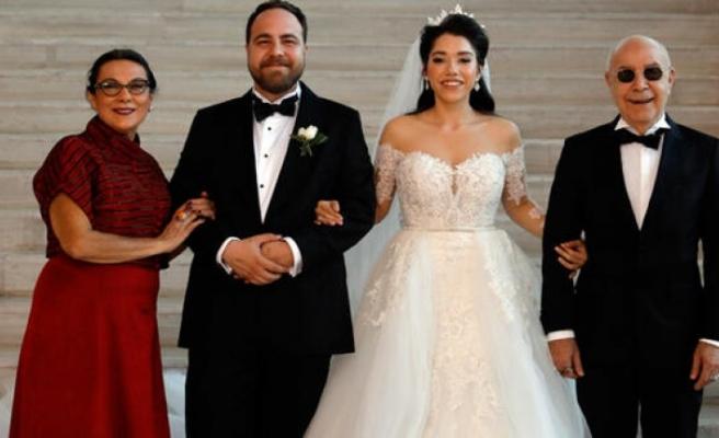 Mazhar Alanson oğlunu evlendirdi