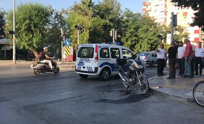 Otomobilin çarptığı motosiklet sürücüsü ağır yaralandı!
