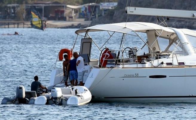 Teknede çıkan yangından denize atlayarak kurtuldu!