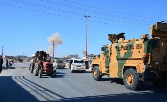 Türk askeri konvoyuna saldırı: Üç sivil hayatını kaybetti