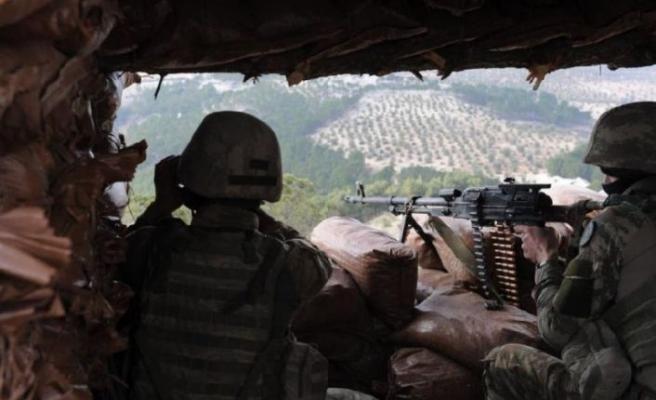 Üs bölgesine saldıran teröristler öldürüldü