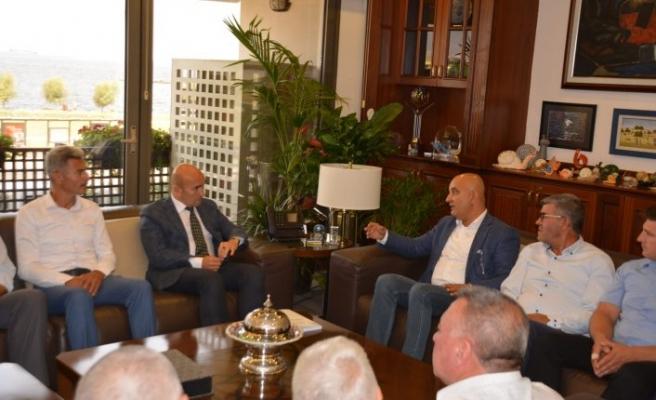 Başkan Soyer ve Tugay'dan 'çam fıstığı' desteği