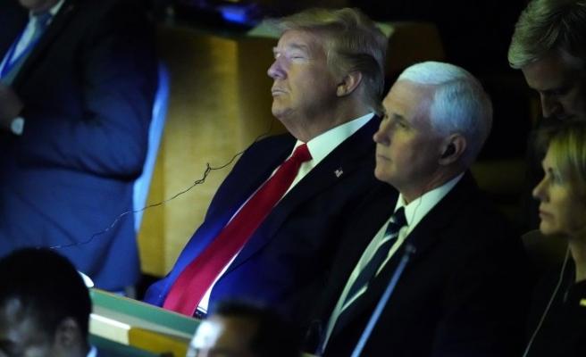 Herkes pür dikkat dinledi, Trump uyukladı