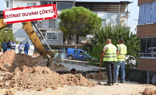 İzmir'de çöken istinat duvarının enkaz kaldırma çalışmaları başladı