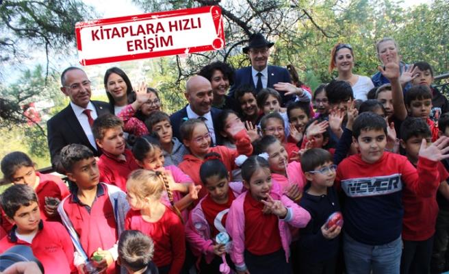 İzmir'de dijital kütüphane açıldı