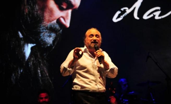 İzmir'de Volkan Konak konseri