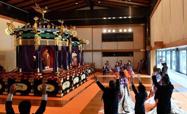 Japonya yeni imparatorun 150 milyon dolarlık tahta çıkış törenini konuşuyor
