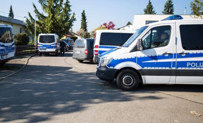 Polis aracında tecavüze uğradı