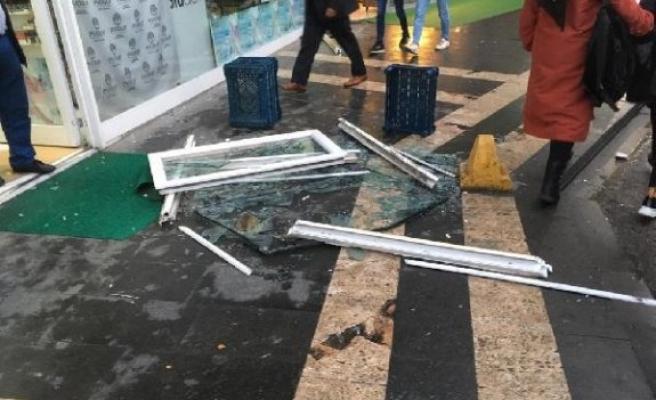 Üzerine pencere düşen genç kız yaralandı