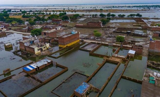 Hindistan'da muson yağmurlarında yaklaşık 2 bin 400 kişi öldü