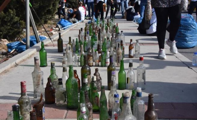 İzmir'de doğa için seferberlik: Yüzlerce alkol şişesi, plastik atıklar...